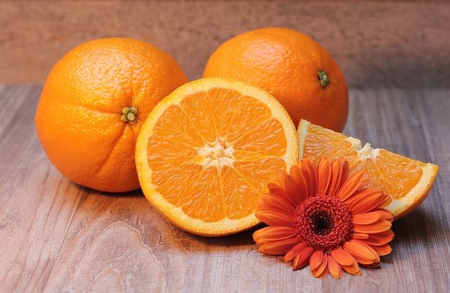 גם פירות הדר עלולים להזיק לשיניים שלכם
